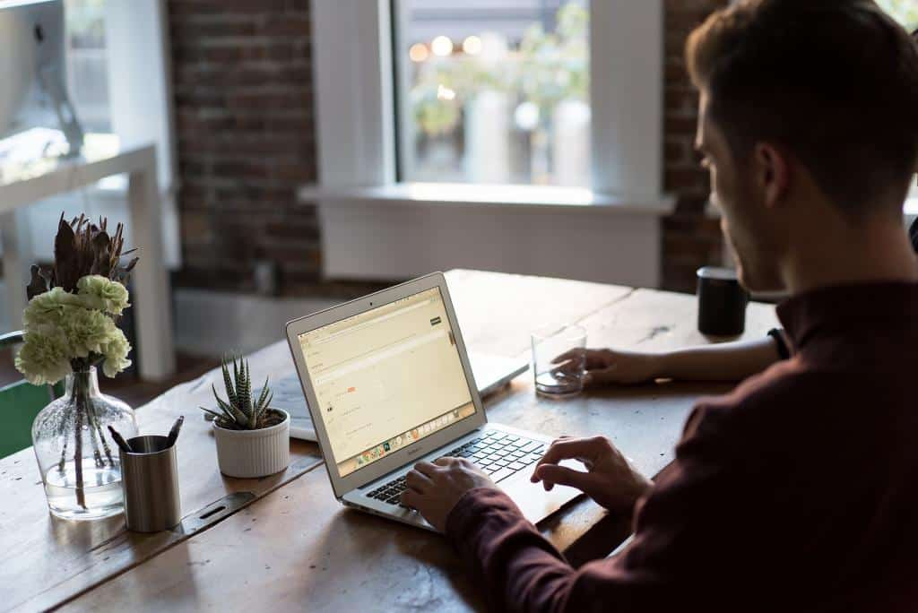 How to Directly Pitch Clients Your Freelance Writing Services