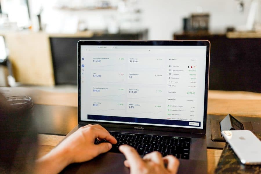 man running a dropshipping company online